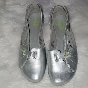 Puma Size 8.5   Driving Shoes  Silver  Velcro